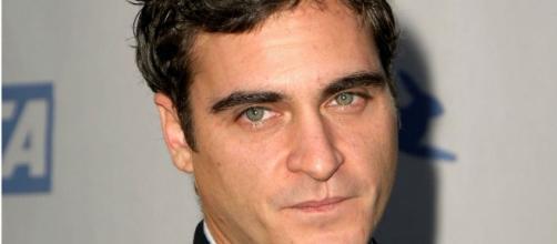 """Joaquin Phoenix, divenuto famoso con il film """"Il Gladiatore""""."""