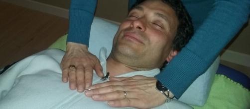 Posición de manos en una sesión de Reiki