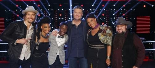 The live rounds being with the top 12 contestants on 'The Voice' 2016 [Image via NBC]