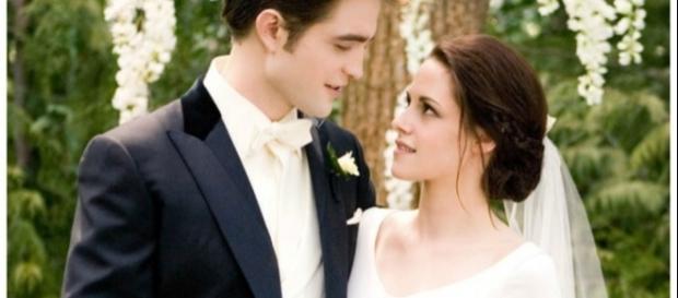 Edward (Robert Pattinson) e Bella (Kristen Stewart)