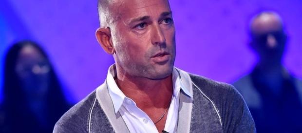 Stefano Bettarini ringrazia Elenoire Casalegno