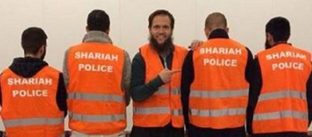 Założyciel Policji Szariatu wraz ze strażnikami prawa Allaha