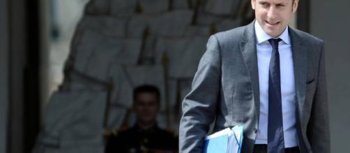 El ministro estrella Macron desafía a Hollande y Valls al ... - elpais.com
