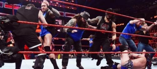 Team Raw and Team Smackdown battle at 'Survivor Series' 2016. [Image via WWE]