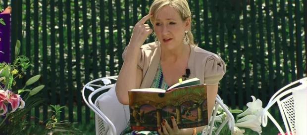 """J.K. Rowling, autrice dello pseudolibrum """"Animali fantastici e dove trovarli"""""""