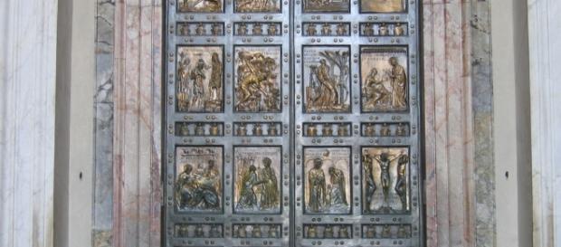Porta Santa in Basilica San Pietro