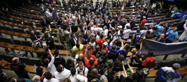 Câmara foi invadida por manifestantes