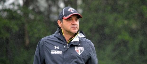 Ricardo Gomes testa elenco para encarar o Grêmio