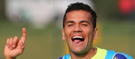 Daniel Alves se diz feliz com o trabalho de Tite