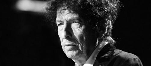 Bob Dylan no recogerá el Nobel por compromisos previos