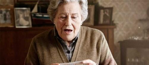 Imagen del personaje principal del Spot: Carmina, una anciana que cree haberle tocado el gordo.