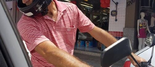 Vítima de assédio sexual no trânsito fotografa 'maníaco da moto'