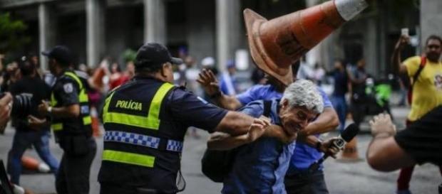 Jornalista da Globo é agredido em manifestação
