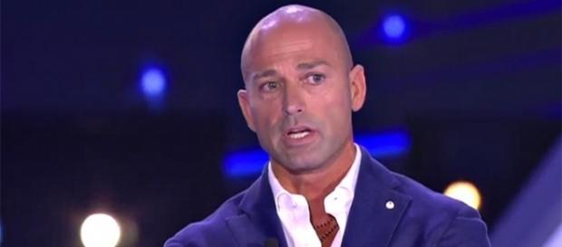 Uomini e Donne news: Stefano Bettarini cercherà l'amore nel trono over? Ecco l'ipotesi