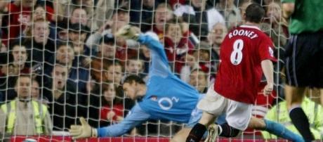 Arsene Wenger 20 years: Seven classic Arsenal vs Manchester United - thesun.co.uk
