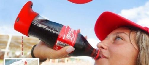 coca-cola immette sul mercato la selfie-bottle