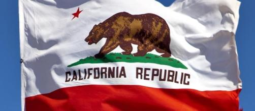 Proposed California Independence Flag would keep the white and red coloring. - pinterest.com