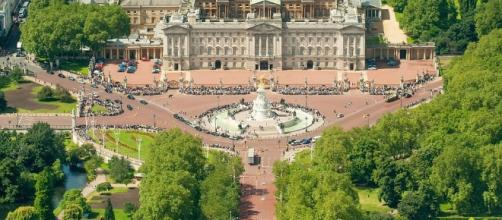 The Queen to stay at Buckingham Palace during £370m refurb that ... - floridanewsgrio.com