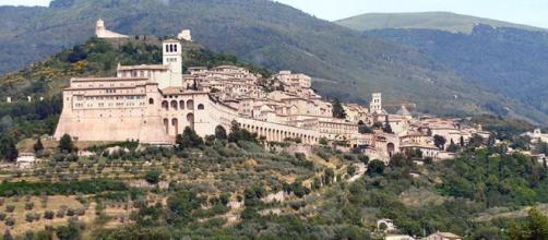 Vieni ad Assisi... mangia, prega, sogna e se concepisci un figlio ... - perugiatoday.it
