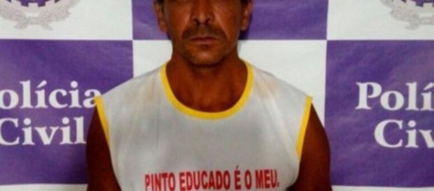 Homem acusado de estuprar e engravidar a própria filha usava camisa com frase pornográfica.