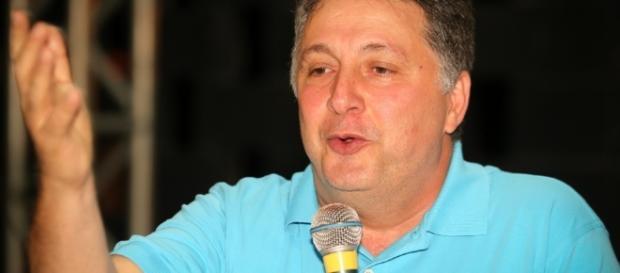 O ex-governador Anthony Garotinho tentou resistir à transferência de hospital para prisão