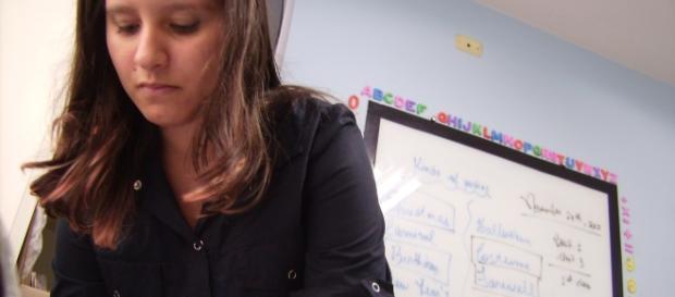 Professora Bárbara Hernandez em suas aulas de Inglês.