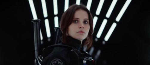 Felicity Jones dans Rogue One en décembre 2016 au cinéma