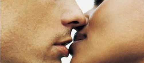 O beijo pode transmitir doenças graves