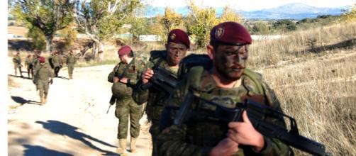 """Soldados del """"Inmemorial del Rey"""" 1 en una patrulla táctica."""