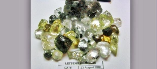 Assorted diamonds Letseng Mine Lesotho. Photo by J Flowers (own work)
