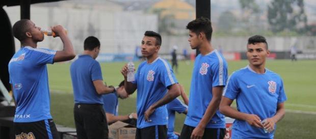 Clubes europeus observam as categorias de base do Corinthians