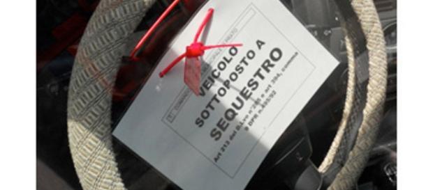 La guerra all'evasione del Bollo tra revisione, fermi amministtrativi e Carabinieri a casa a togliere le targhe