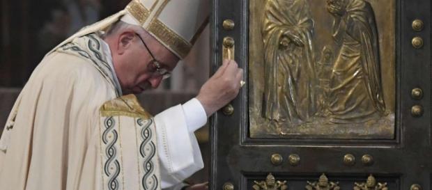 Papa Francesco chiude la Porta Santa
