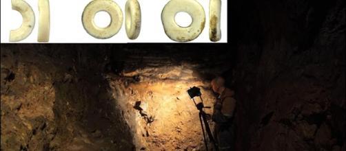 Hallazgo de las joyas en las cuevas de Denísova