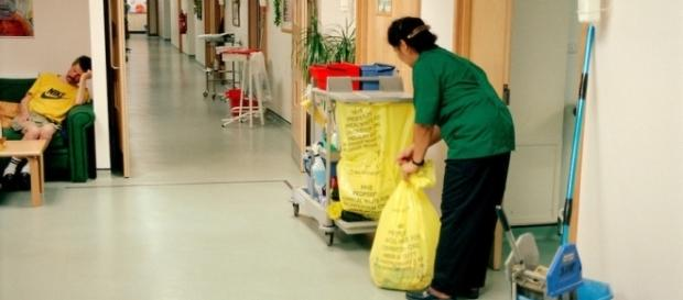 Hospital cleaner on AIDS ward at Ealing General Hospital, London ... - photoshelter.com