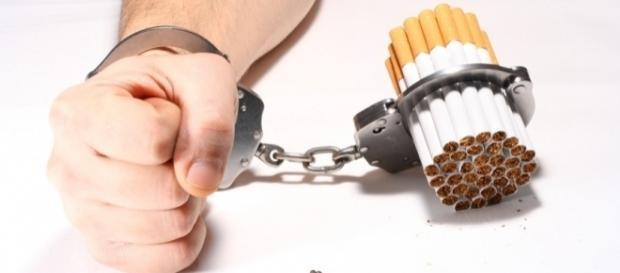 Cigarro: dependência química e psicológica.