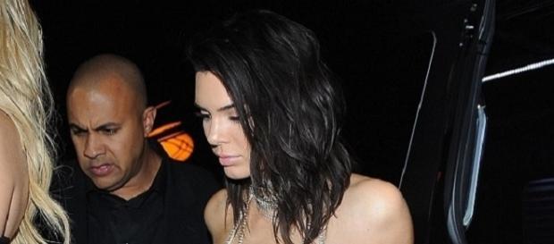 Uno dei look della festeggiata Kendall Jenner
