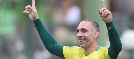 Fernando Prass deverá acompanhar o jogo contra o Botafogo dos camarotes do Allianz Parque
