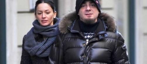 J-Ax e la moglie Elaina per le vie di Milano