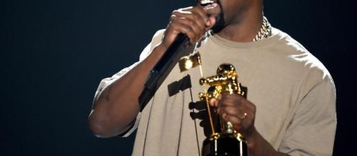 Kanye West hopitalizado por estrés y agotamiento