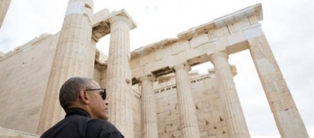 Barack Obama, presidente dos EUA, contempla o Partenon na Grécia