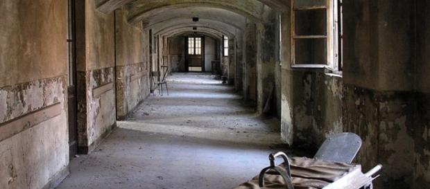 Finalmente chiudono gli ex manicomi criminali spesso luoghi degradati dove gli internati erano maltrattati e a volte torturati.