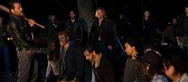 Fotograma del primer capítulo de la séptima temporada de The Walking Dead