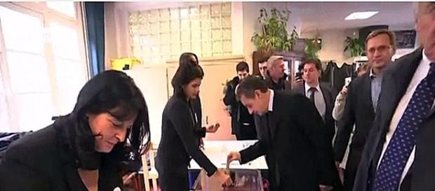 Los franceses votan para elegir al próximo candidato presidencial de la centro derecha Telam