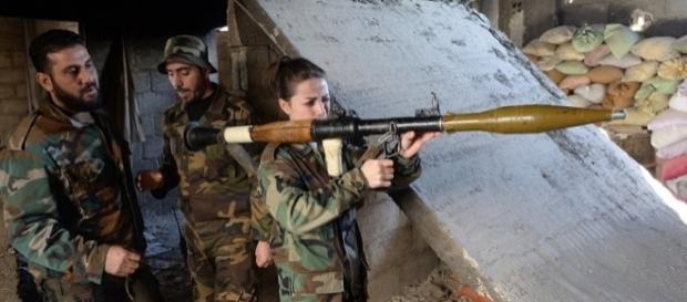 Militari siriani tra le rovine di Aleppo