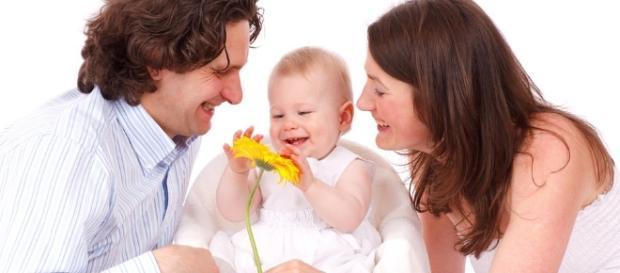 Quando seus filhos atingem a maioridade, seus pais passam a criticá-los e não mais os apoiam.