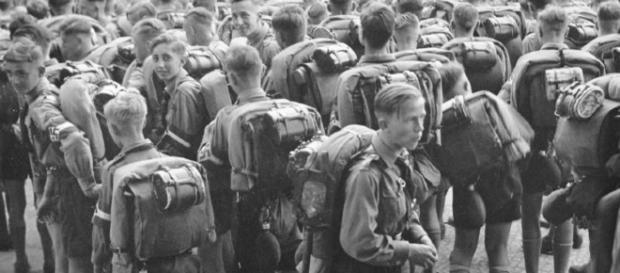 Quel (non) strano interesse di Hitler per i boy scout   Poche Storie - corriere.it