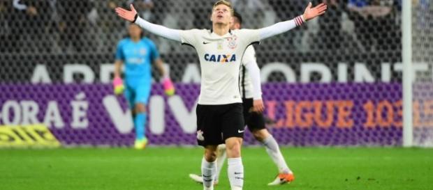 Se der sorte, Gustavo terá ainda três partidas para mostrar o seu futebol no Timão