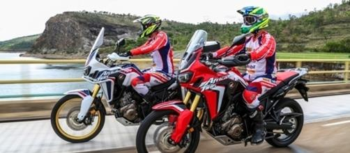 A Honda Africa Twin será vendida nas cores branca e vermelha