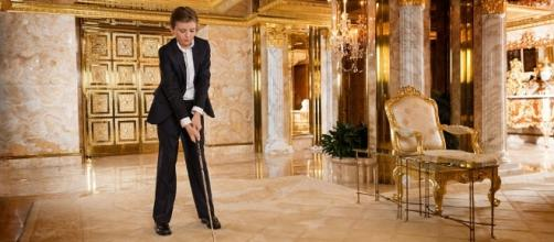 Donald Trump's son Barron plays golf at home in Trump Tower. Photo: Blasting News Library - ethiogrio.com